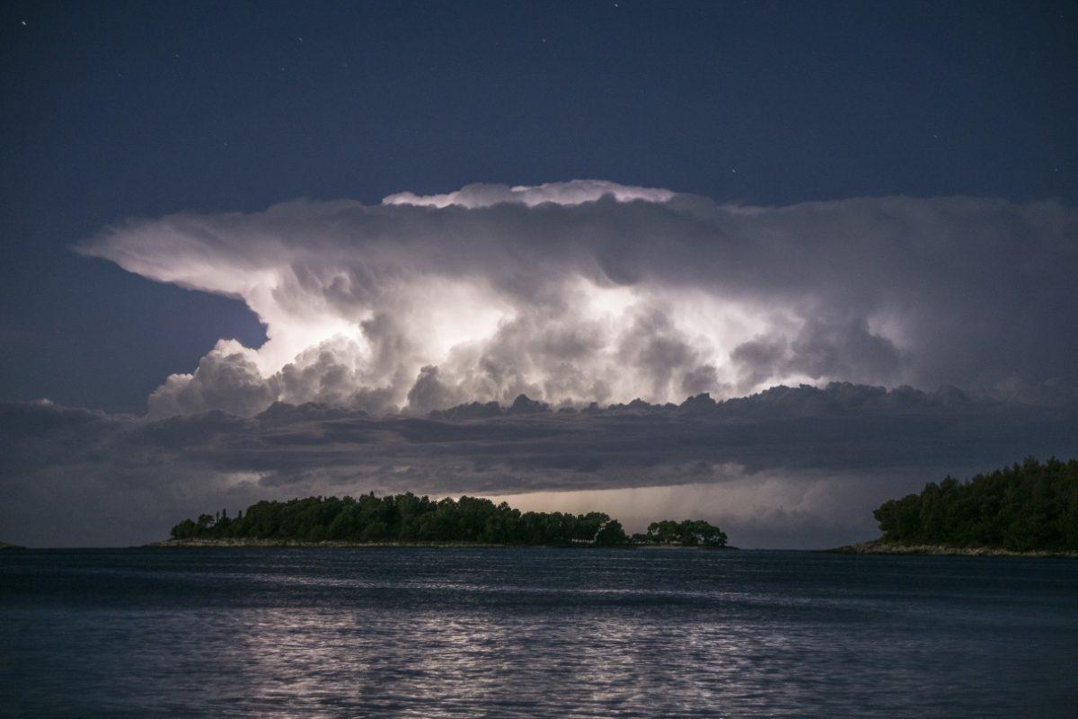 Jernej LIPOVEC, Jernej LIPOVEC, lovec na nevihte, Portret študenta, fotografija ni vedno enako uspešna, vreme